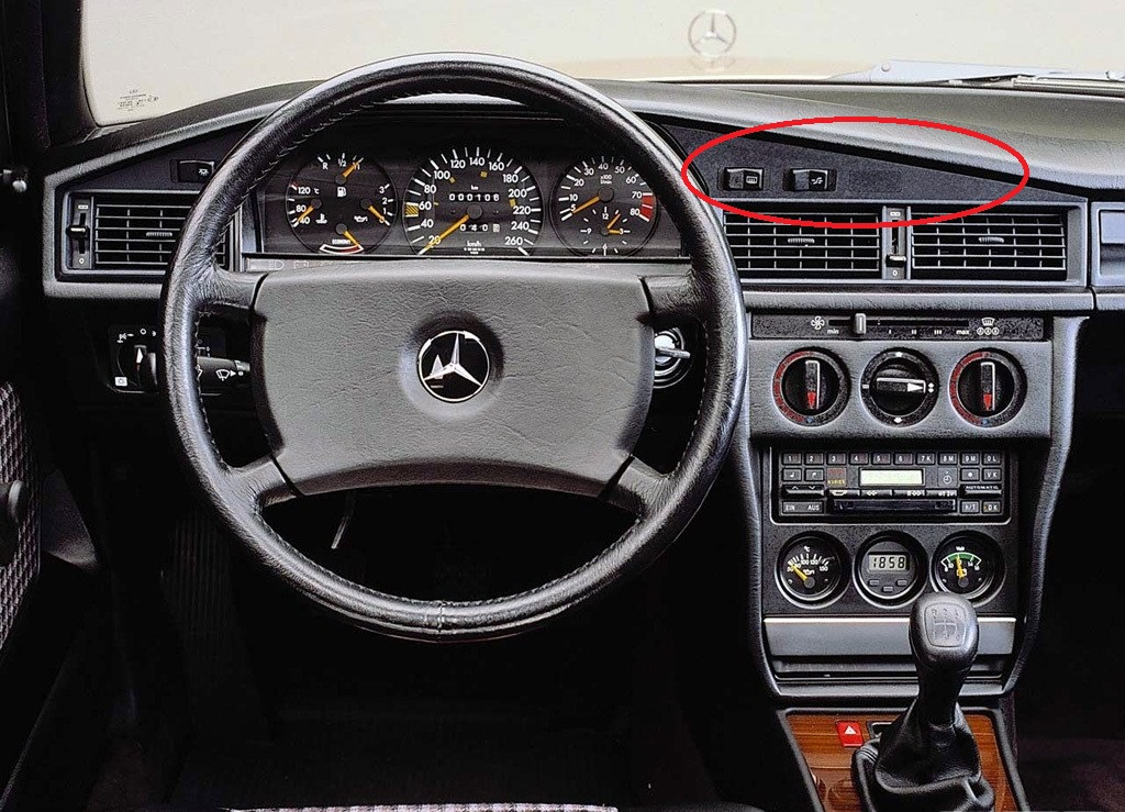 mercedes-benz_190_dashboard.jpg